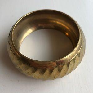 ▫️vintage▫️large brass bangle bracelet